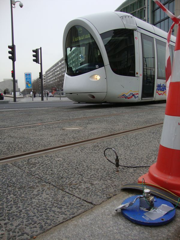 tramway vibration transmission